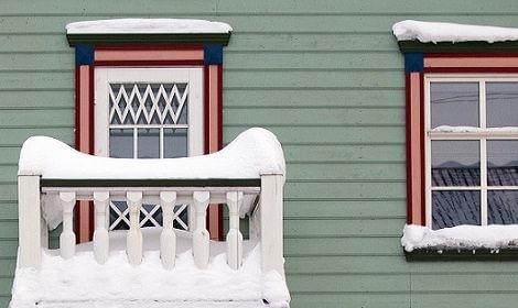 huis met sneeuw